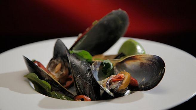 Eva & Debra Steamed Mussels in Lemongrass Ginger and Chilli recipe