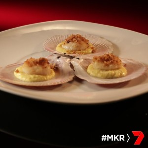 seared scallops with corn puree and crumbed crackling
